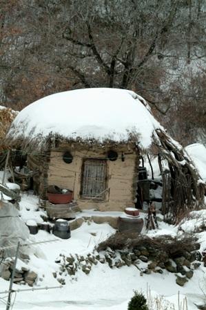 눈 쌓인 시골집1.jpg