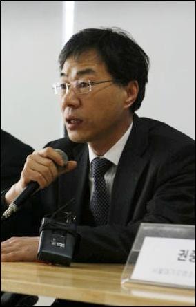 이영기 변호사.jpg